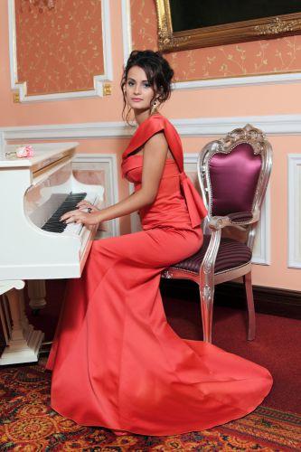 Фото брюнеток вечерних платьях